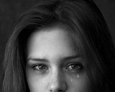 Đừng lúc nào cũng dùng nước mắt làm vũ khí cho bản thân mỗi khi tranh cãi với chồng