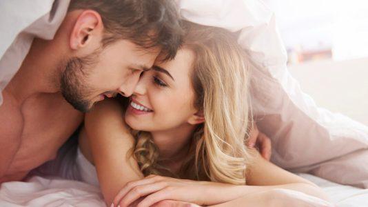 Một nụ hôn như là lời chào buổi sáng với chồng