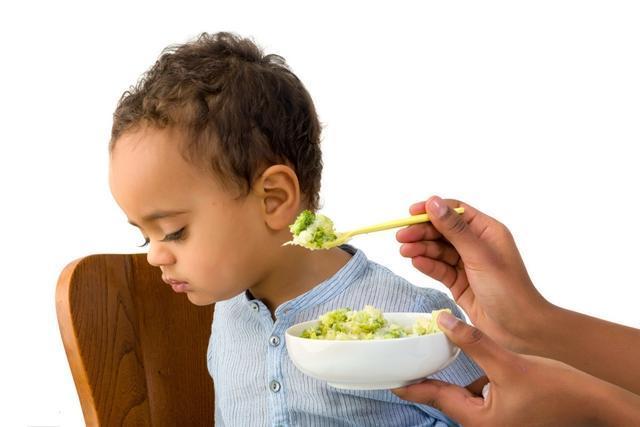 Bé chỉ ăn vặt chứ không ăn bữa chính